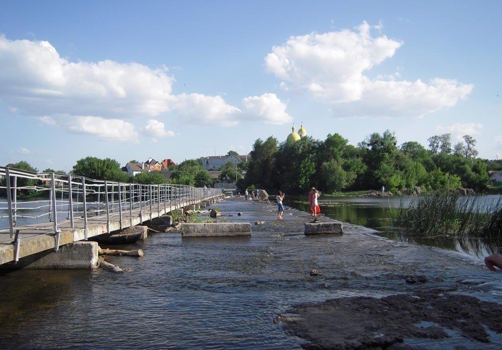 На Киевщине профессор на отдыхе спас двух утопающих братьев