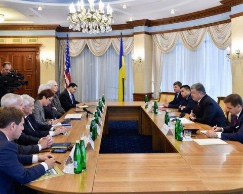 Порошенко попросил у США оружие для Украины через американских конгрессменов