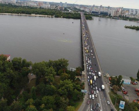 Як об'їхати київські затори: фото та відео столичних мостів в годину пік