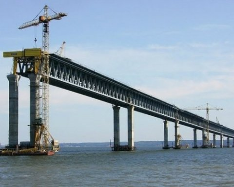 Падіння частини путінського мосту: стало відомо, що думають в Криму