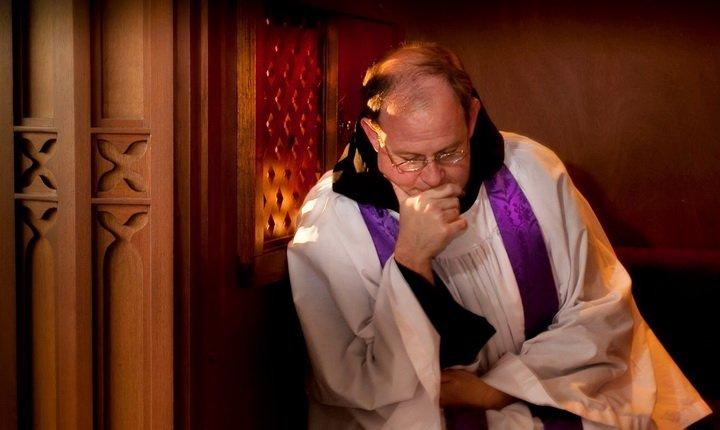 Священиків в Австралії зобов'язали порушити канонічне право