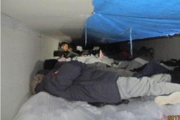 Прикордонники США знайшли в холодильнику 60 мігрантів