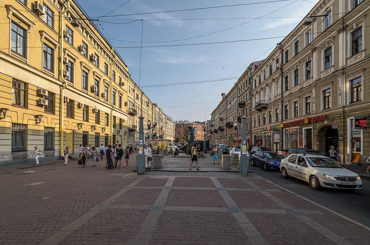 УПетербурзі автомобіль в'їхав унатовп людей, загинула жінка