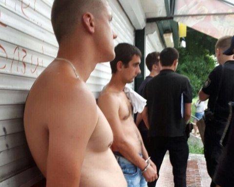 На Борщагівці патрульні затримали дует гопників