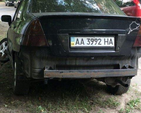 В центре Киева нетрезвая женщина разбила припаркованные машины, есть фото