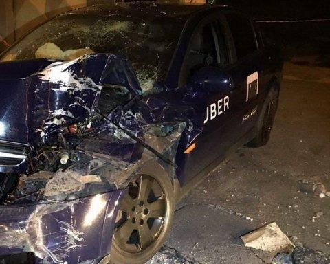 Масштабное ДТП с Uber в Киеве: таксист скрылся (фото)