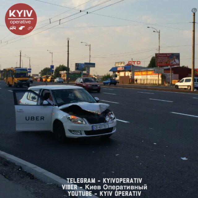 В Киеве за сутки два такси Uber стали причиной ДТП с маршрутками, есть фото