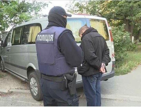 Полиция задержала банду, терроризировавшую продавцов лотерей и пункты обмена валют, фото