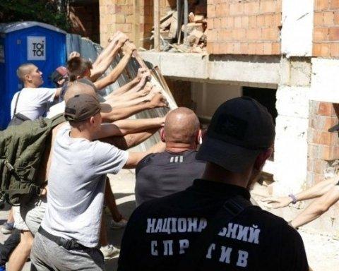 """Противники """"Маршу рівності"""" в Одесі """"відігралися"""" на скандальному будівництві"""