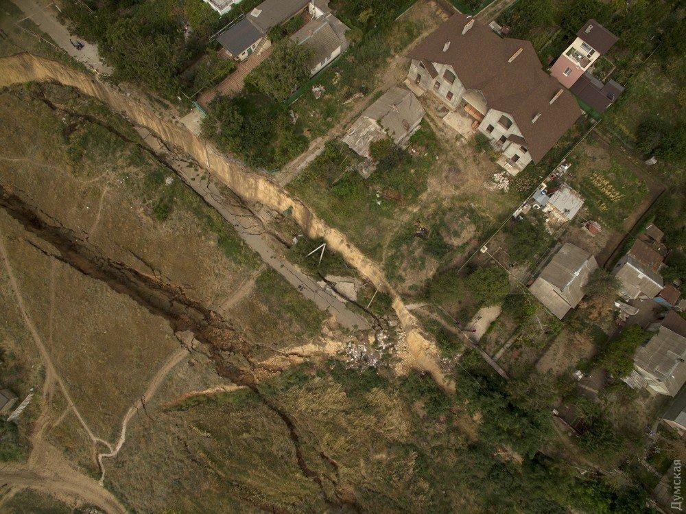 У Мережі з'явилося відео масштабного зсуву під Одесою