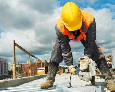 Гройсман зробив амбітну заяву в професійне свято будівельників