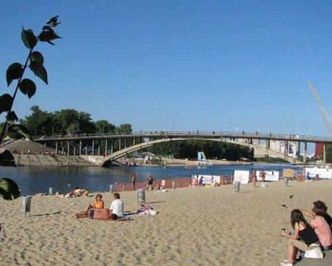 Киевлянам разрешили купаться на двух пляжах столицы