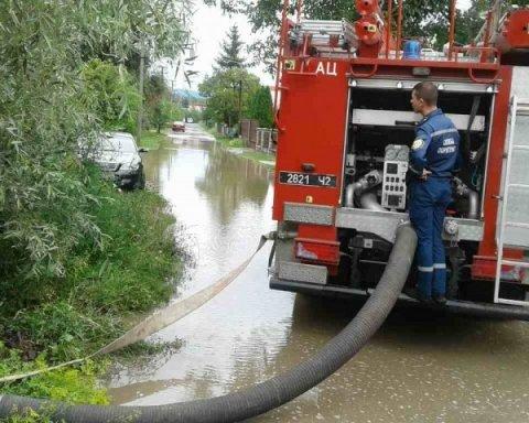 Негода на Закарпатті – кілька районів області опинилися під водою, фото