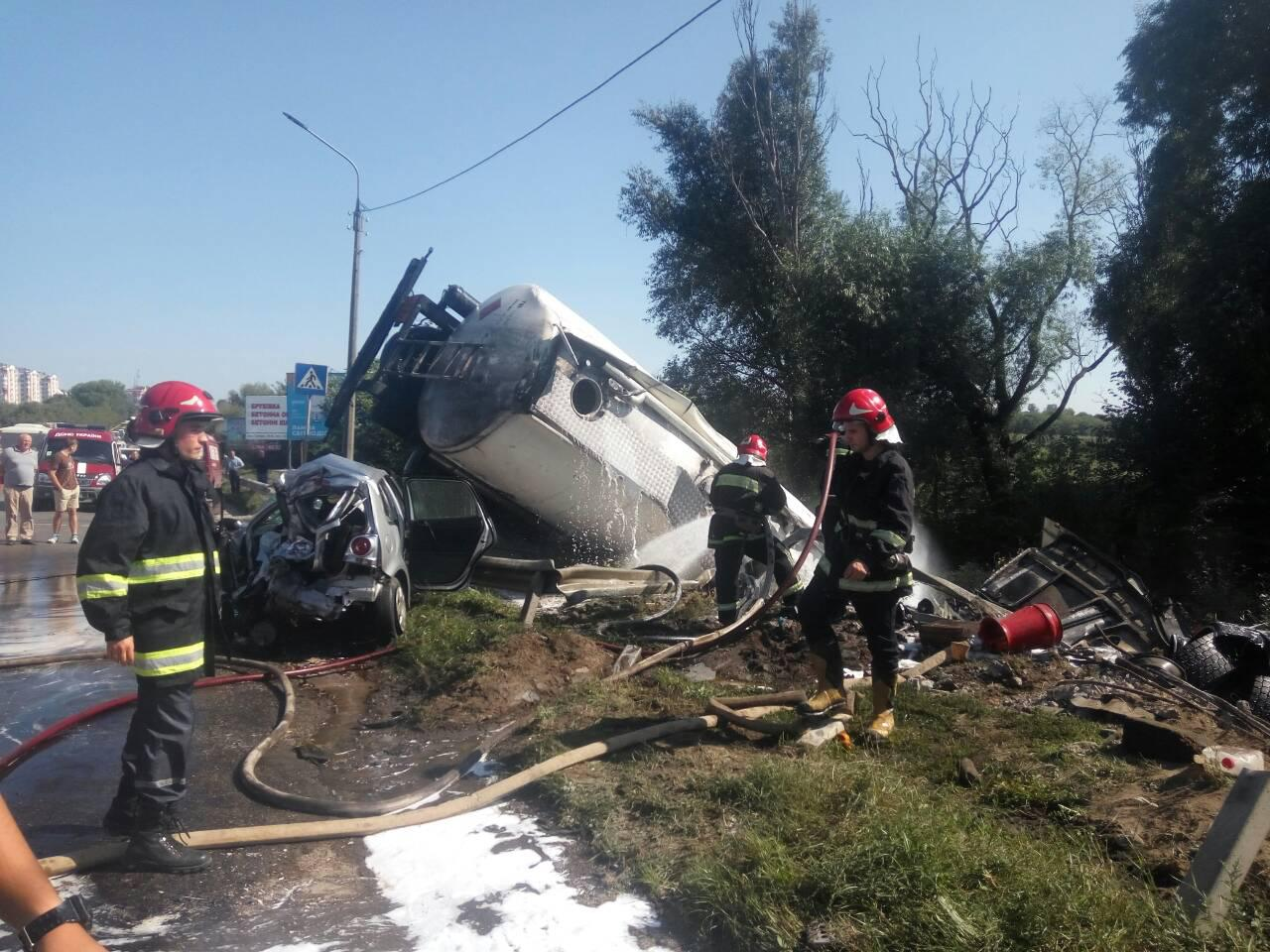ВТернополі внаслідок аварії бензовоза загинув водій