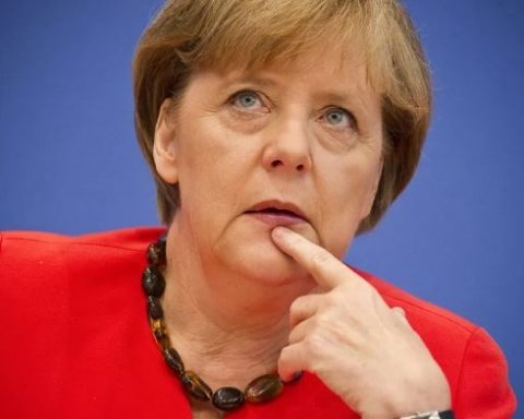 Меркель потрапила на непристойну картину в Росії: мережу розбурхало фото
