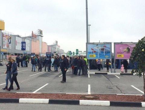 Загадкова масова евакуація людей відбувається по всій Росії