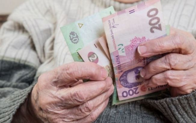 Українцям пообіцяли підвищення пенсій: хто та коли отримає більше