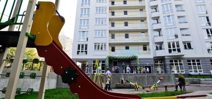 """Банківські """"колектори"""" без рішення суду штурмують квартиру з малою дитиною"""
