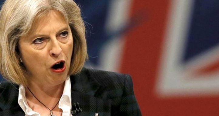 Вовремя отскочила: как церемониальная булава едва не попала в голову примьеру Британии