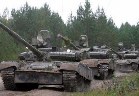 Бойовики масово виводять танки із місць зберігання
