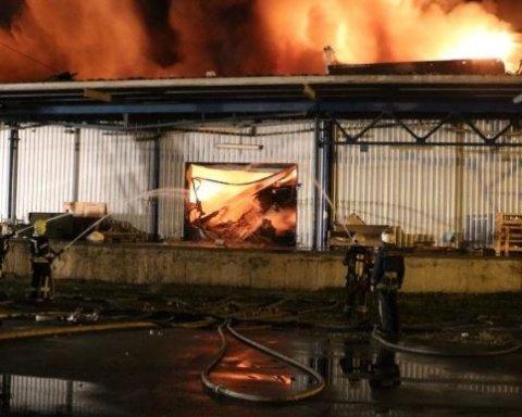 У Києві сталася масштабна пожежа (відео)
