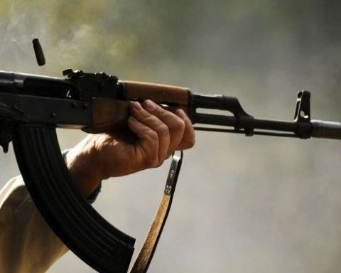 Російський пенсіонер розстріляв з автомата трьох людей