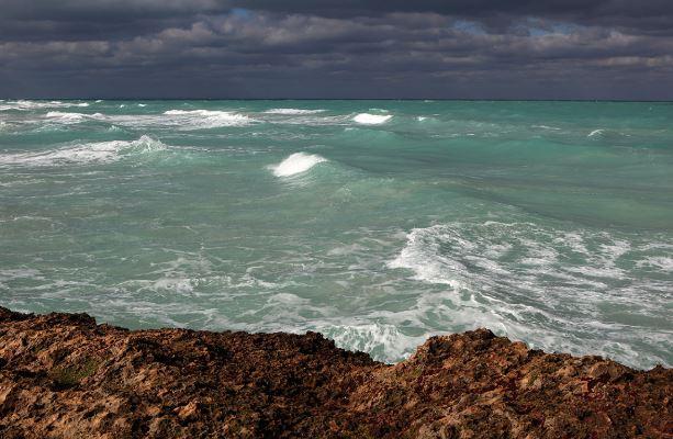З Атлантичного океану загадковим способом зникає вода