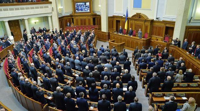 """""""Треба бити першим"""": депутати вразили подробицями бійок у Раді"""