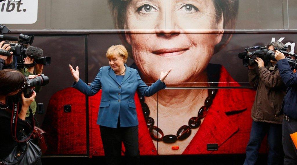 Меркель заспівала джаз на передвиборчому заході (відео)