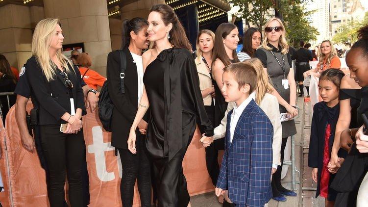 Анджеліна Джолі вразила фанатів спокусливим виглядом (фото)