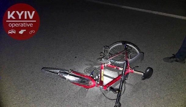 ВКиеве наДарницком мосту VW сбил велосипедиста