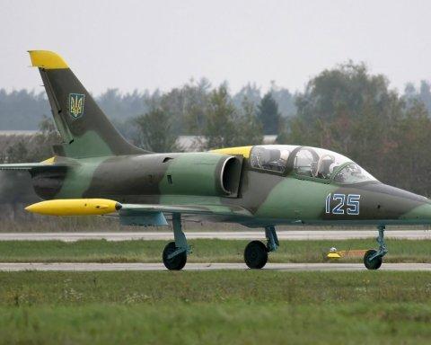 Под Хмельницком упал военный самолет: погибли двое человек (фото)
