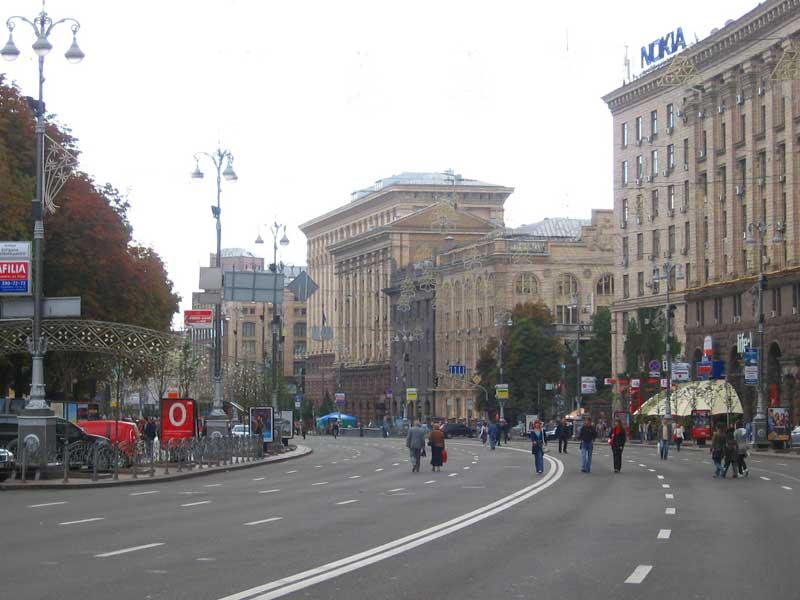 Уцентрі Києва допонеділка обмежують рух транспорту (схеми)
