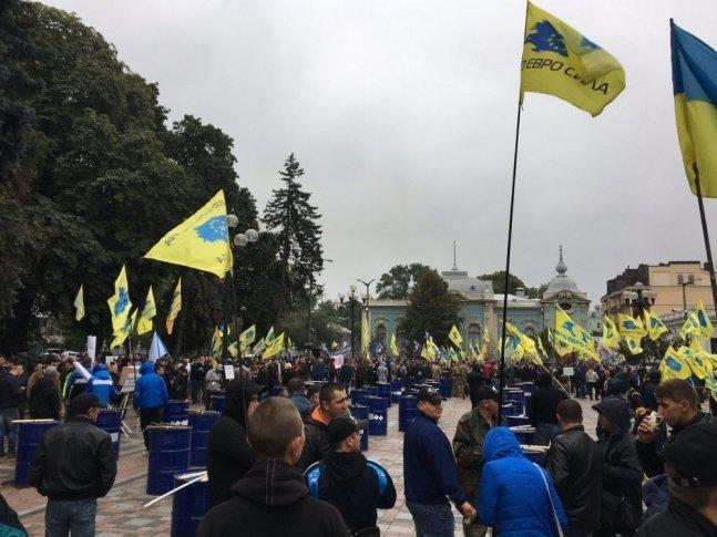 """Марш """"євроблях"""": між учасниками акції і поліцією почалися сутички (відео)"""