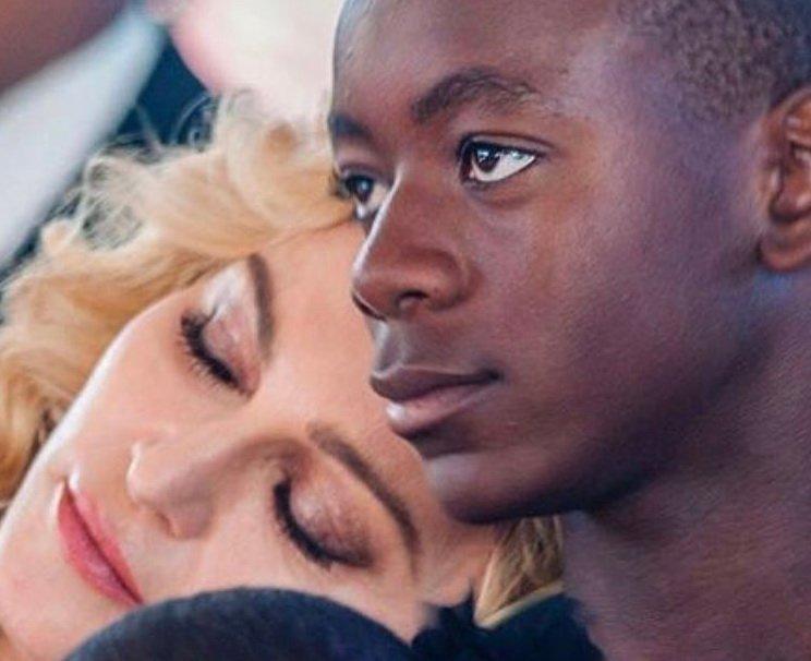 12-річний син Мадонни вразив виконанням відомого хіта