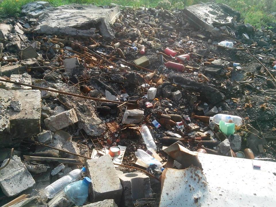 НаДонбассе боевики подожгли склад сбоеприпасами ионвзорвался