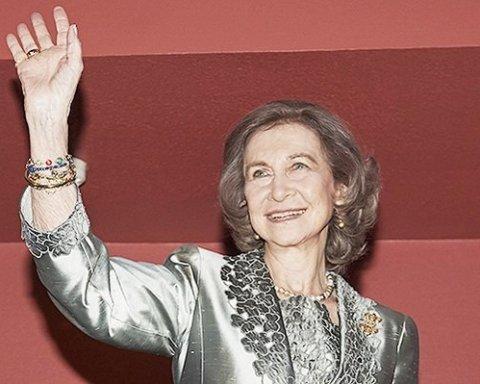 78-летняя королева Испании поразила сеть элегантным видом (фото)