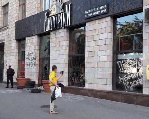В прокуратурі почали розслідування по факту знищення графіті на Грушевського
