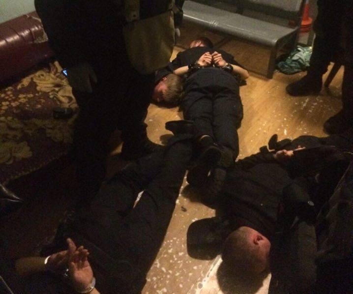 На киевском вокзале задержана «банда» патрульных полицейских, есть детали и фото