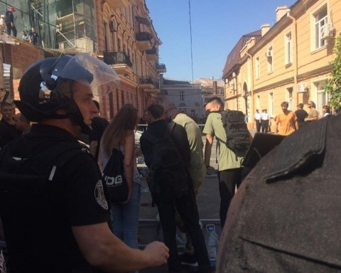Одеська поліція відкрила справу за бійку між активістами та правоохоронцями