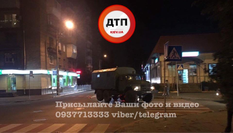 В Киеве военный автомобиль попал в аварию: есть раненые