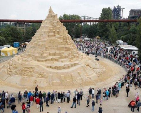 В Германии соорудили самый высокий в мире замок из песка