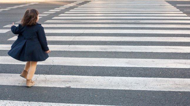 Укравтодор хоче змусити водіїв завжди гальмувати перед переходами