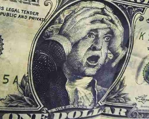 Каким будет курс доллара в 2018 году:  Минфин обнародовал неутешительный прогноз