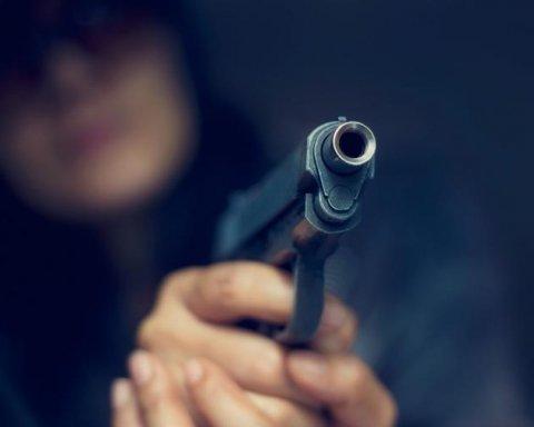 Підліток влаштував озброєну атаку на підмосковну школу, є постраждалі