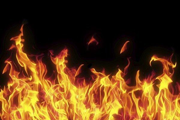 НаКиевщине сгорел локомотив пассажирского поезда