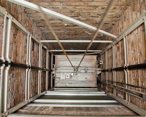 В одеській висотці обірвався ліфт з людьми всередині: подробиці