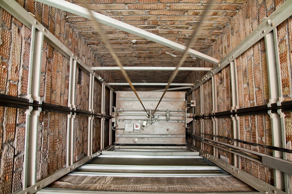 ВХерсоне лифт с 2-мя детьми упал с 5-ого этажа