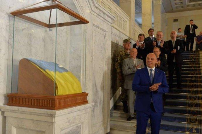 Верховная Рада выделила «бешеные деньги» наэкспозицию флага