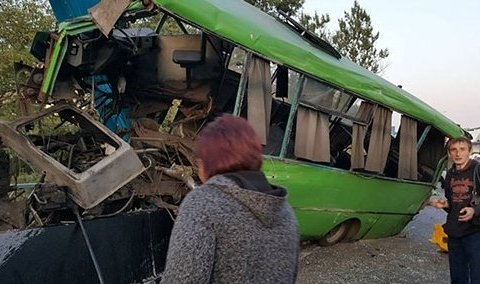 На Харківщині на мосту сталася потрійна ДТП: 23 постраждалих